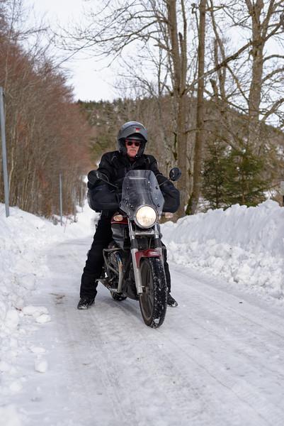 Jeannot et sa 750 Breva parfaite pour les petite routes enneigées