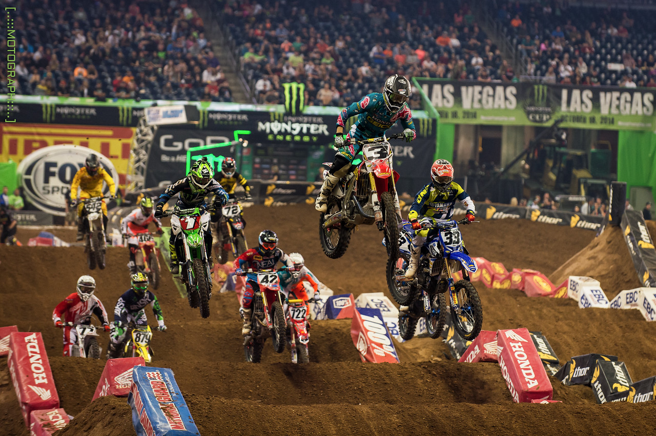 Ryan Villopoto battles Josh Grant and Eli Tomac for the lead in the 450 Semi after going down hard in his Heat race