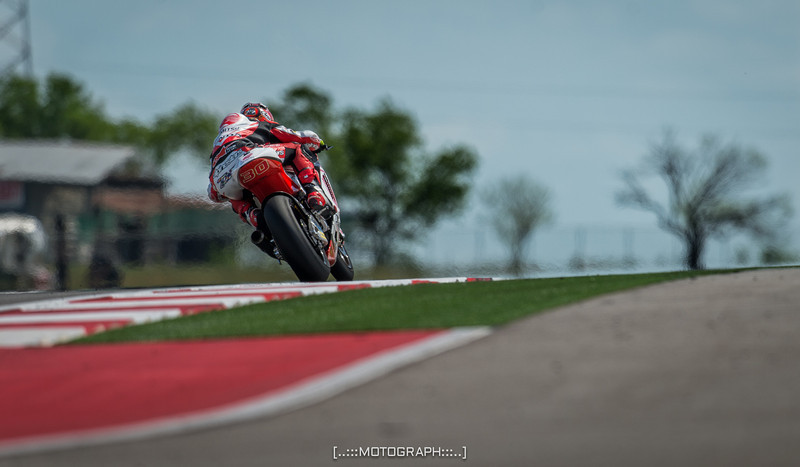 Heat shimmers as Idemitsu Honda Team Asia pilot Takaaki Nakagami leaves turn 9