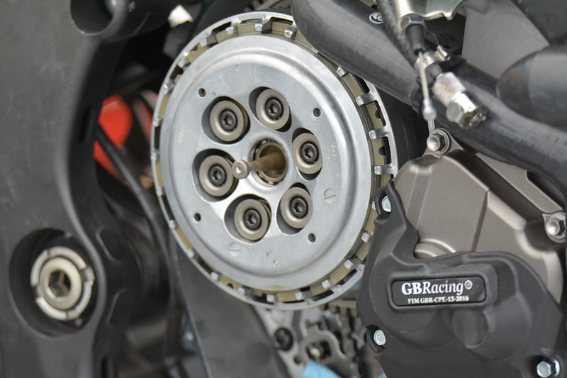 After every qualifying session, the clutch is rebuilt.