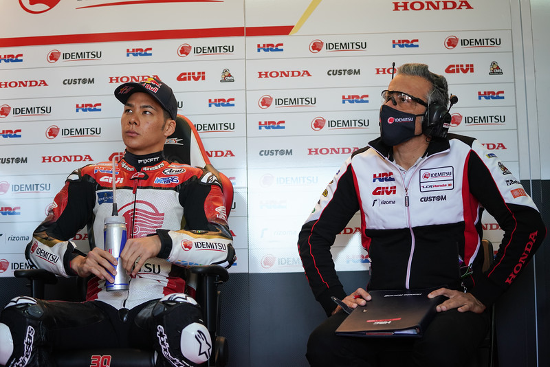 Takaaki Nakagami with crew chief Giacomo Guidotti at Aragon 2 - 2020