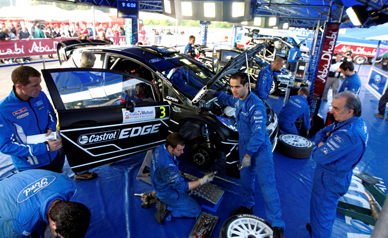 A typically busy Ford Abu Dhabi service - 2011 Rallye de France