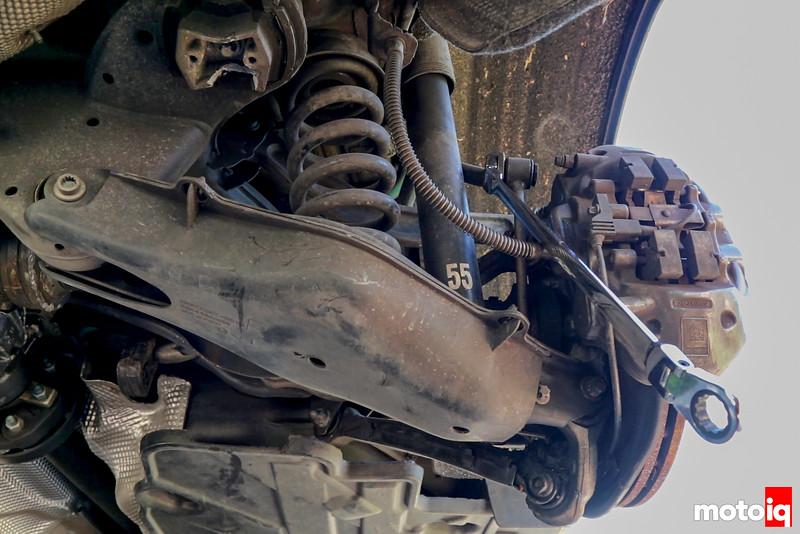 Removing C63 AMG rear sway bar endlink