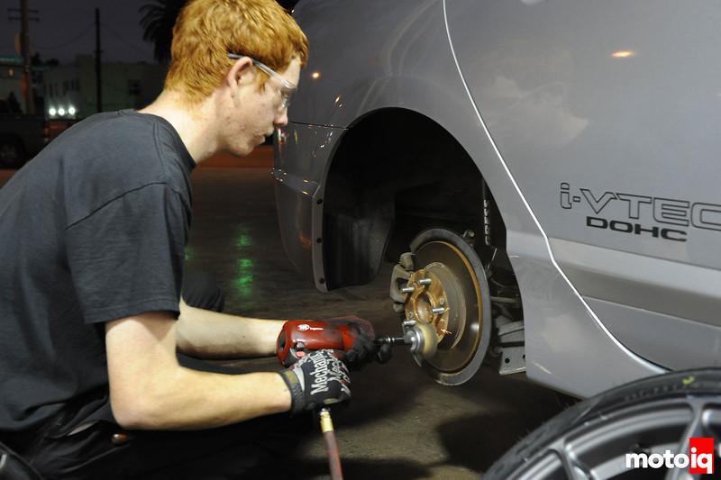 Brush the brake disk
