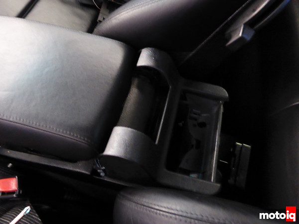 R Armrest cover removal