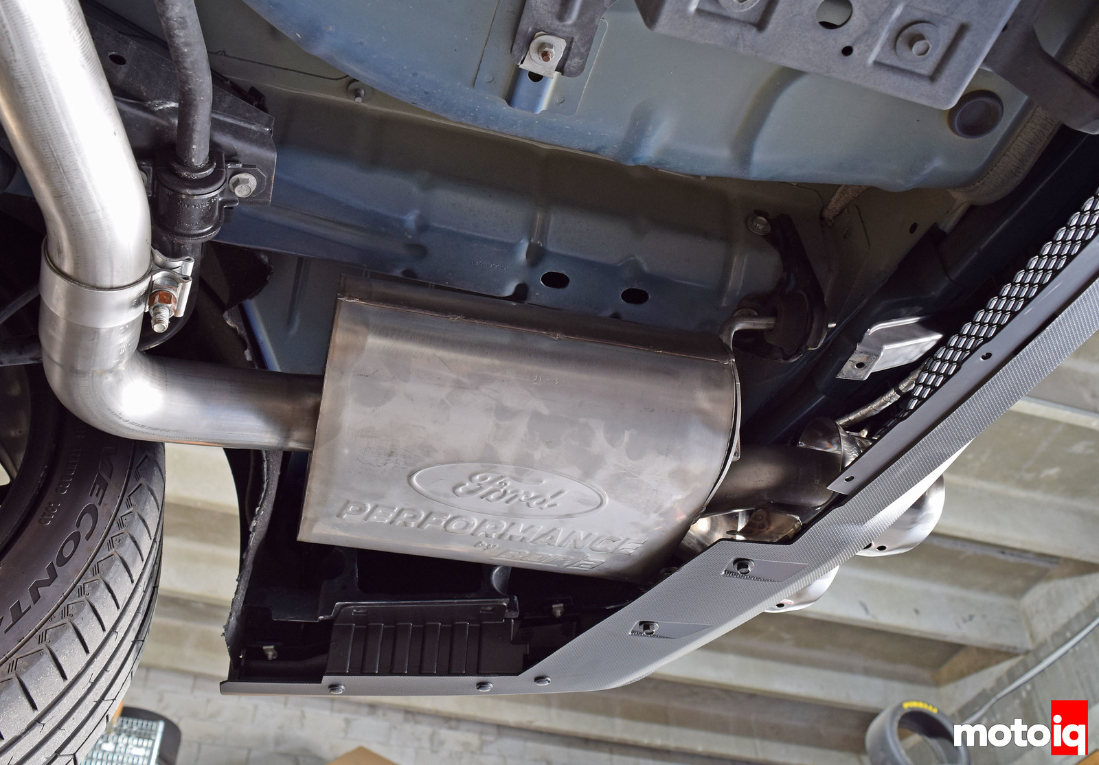 Exhaust mounting