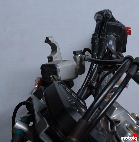 te610 master cylinder front brake line hose twist