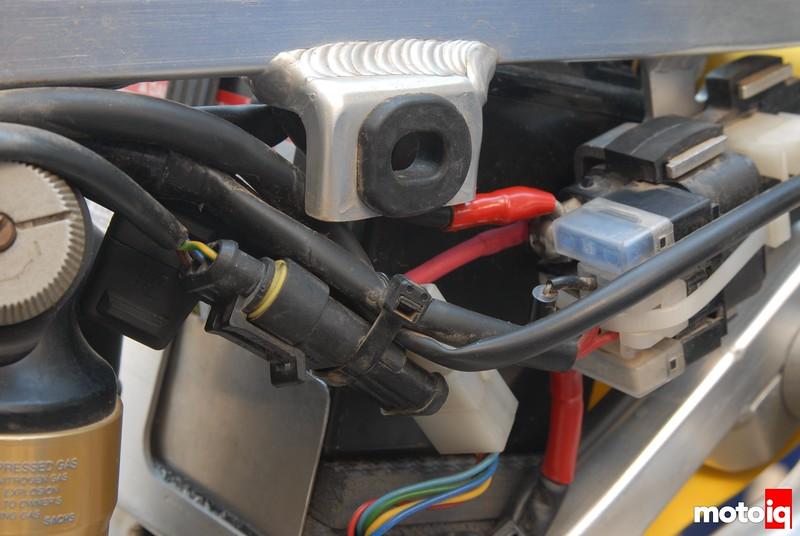 TE610 Baja Designs auxiliary headlight power circuit connection