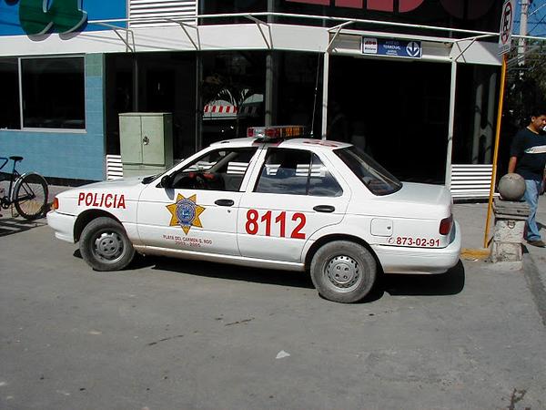 mexican cop tsuru
