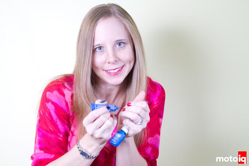 Sarah thread locks her nails