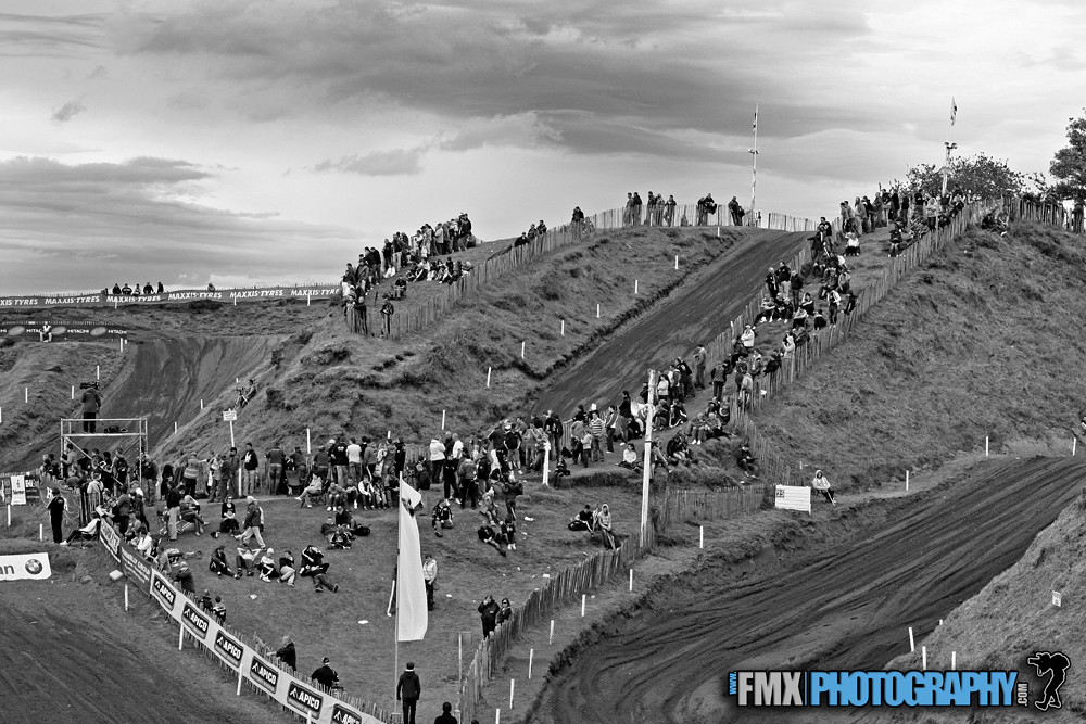 The Crowd Gathers at Desertmartin for and action packed day
