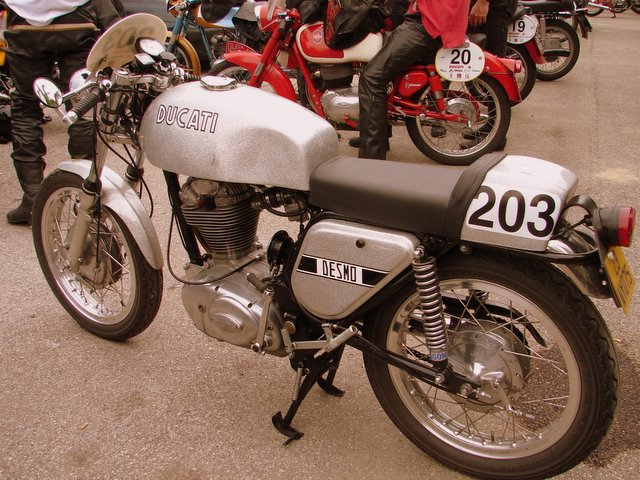 """That's a Ducati """"Silver Shotgun"""".  They weren't sold in the US in this trim"""