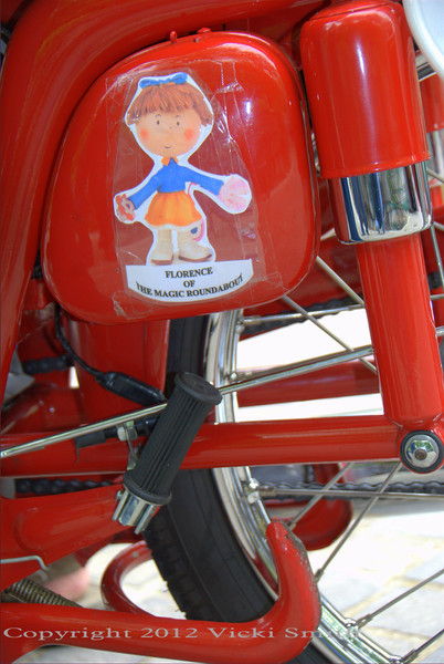 With little bikes the devil is in the details, most everything makes you smile.  That's Florence of the Magic Roundabout.