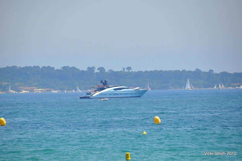 The start was on Cannes Harbor. It looked just like in the movies, including this James Bond looking boat