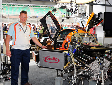 Lola Aston Martin LMP1 garage 03