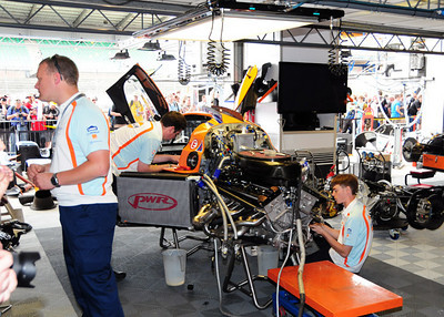 Lola Aston Martin LMP1 garage 01