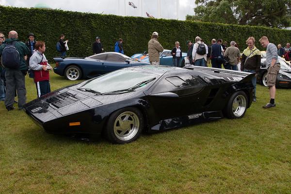 1990 - Vector W8