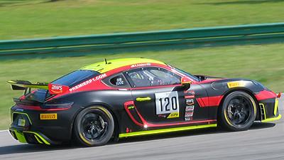 Porsche Cayman GT4 09