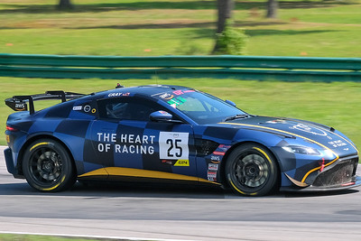 Aston Martin GT4 01