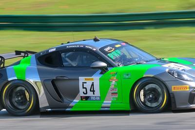 Porsche Cayman GT4 04