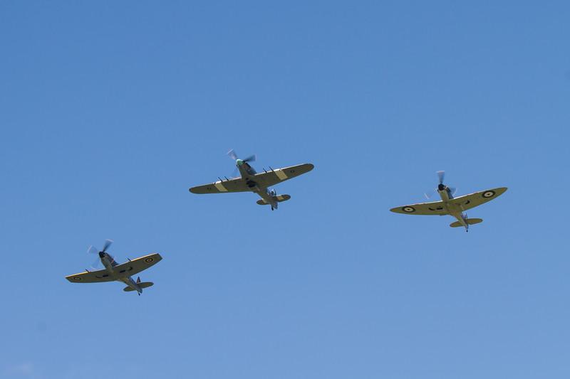 Hawker Hurricane Mk IIc - Supermarine Spitfire Mk LF XVIE - Supermarine Spitfire P7350 Mk IIa