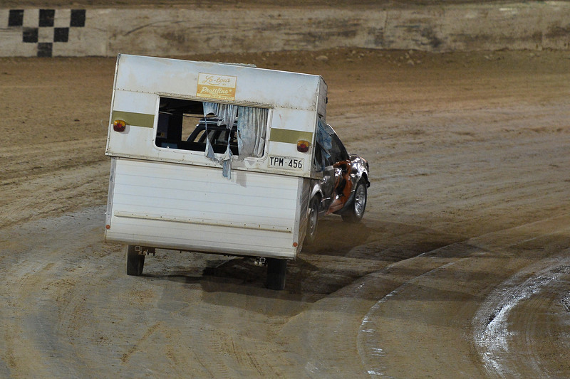 Madness and Mayhem, Caravan and boat race