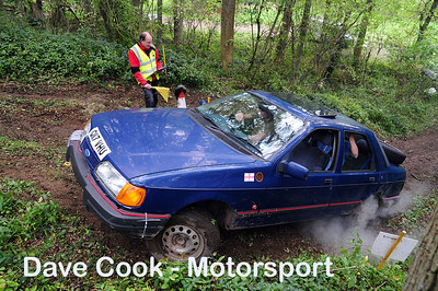Class 3 No. 11 Ian Loxley and Gary Richards - Ford Sierra Saphire