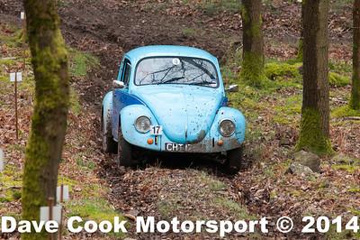 D30_3402 -  No. 17, John  WHITE / Kevin  Edwards:  Class 4 VW  Beetle