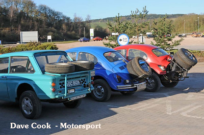 Purposeful rear ends on Tris White's Imp, Ryan Tonkin's Class 4 Beetle and Andrew Rippon's Baja Beetle