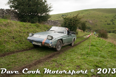 D30_0094 - Steven Sims and Andy Green; Reliant Scimitar SS1