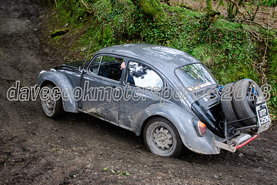 D50_0010 -  No. 125, Jack and Colin Clarke:  Class 6 VW Beetle