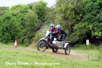 Class B No. 27 Pete and Shani Adams - Triumph Bonneville