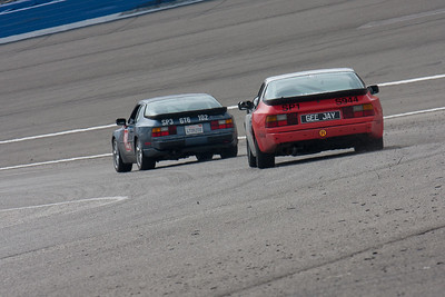 Porsche 944s going onto the front straight