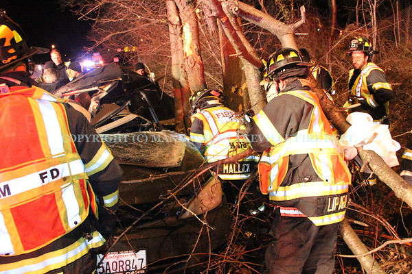 M-LFD Company #5 Extricates One From Car vs. Tree On L.I.E.