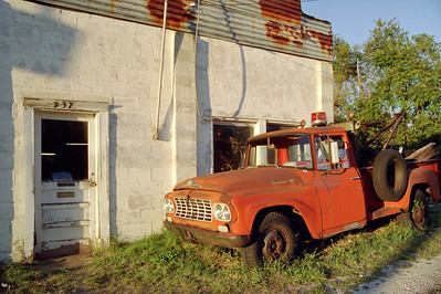 International Harvester tow-truck at Stan's Garage. Kearney Street, Springfield, Missouri