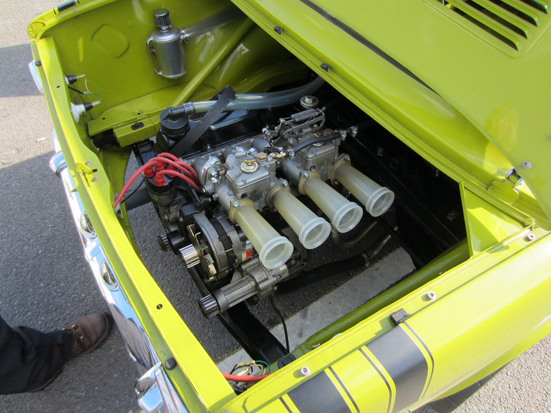 No alternator belt but otherwise a very tidy Simca engine bay.
