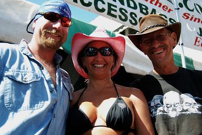 045 Pink hats and black shirts in Leesburg Florida at 2009 Leesburg Bike Fest