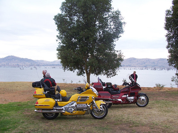 Stopped for a break at Hume weir