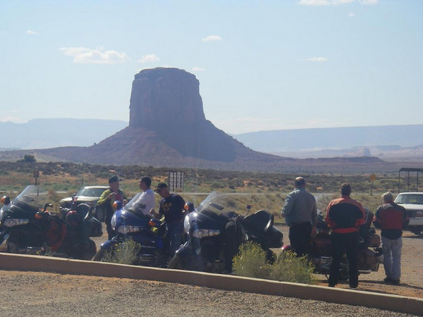 Catch up in the car park - Monument Valley, Az.<br /> Dennis, John, Dean, Clint, Charleen and Jack