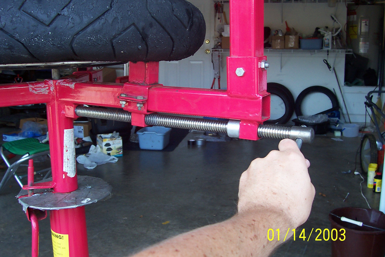 """Tighten the 3rd clamp with the handle.  You need to use quite a bit of force to hold the rim.  Note this tightens up by turning """"counter clockwise""""."""