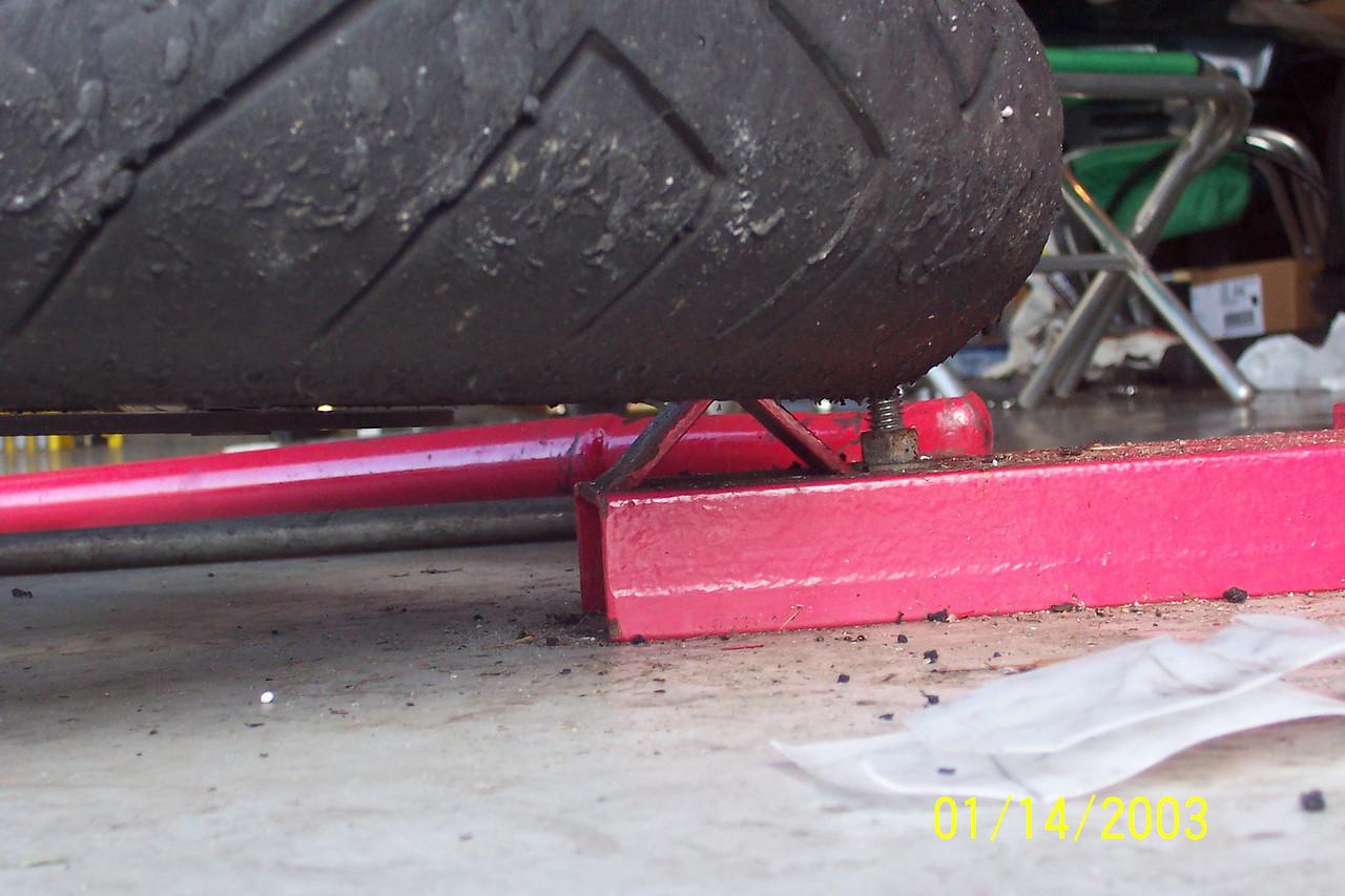 Tire on bead breaker