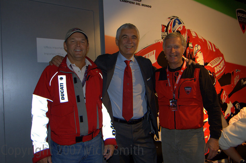 And takes a moment to join Robin and Gabriele Del Torchio, Ducati CEO for a photo