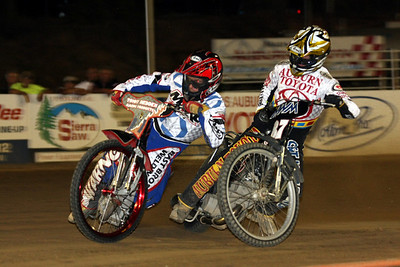 Tommy Hedden (L) and Bart Bast (R) get close in some great racing.