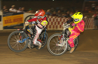 Billy Janniro (L) and Bryan Yarrow (R) had a great scratch heat race as Yarrow beat Janniro in a close finish.