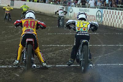Tommy Hedden (L) and Bart Bast (R) begin a handicap heat race.