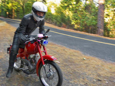 Patrick gooses it on the roarin' hot 50cc Motom 4 stroke.