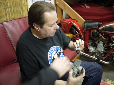 Paul fixes Les's carb