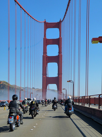 Moto Melee start on the Golden Gate