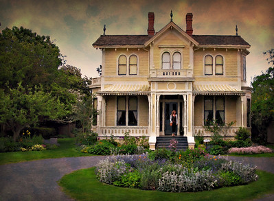 Victoria: Emily Carr's house. I am sure my editing technique won't appeal to everyone but i think it gives an impressionistic feeling to the house. There are lots of neat old houses here. A pleasant place.