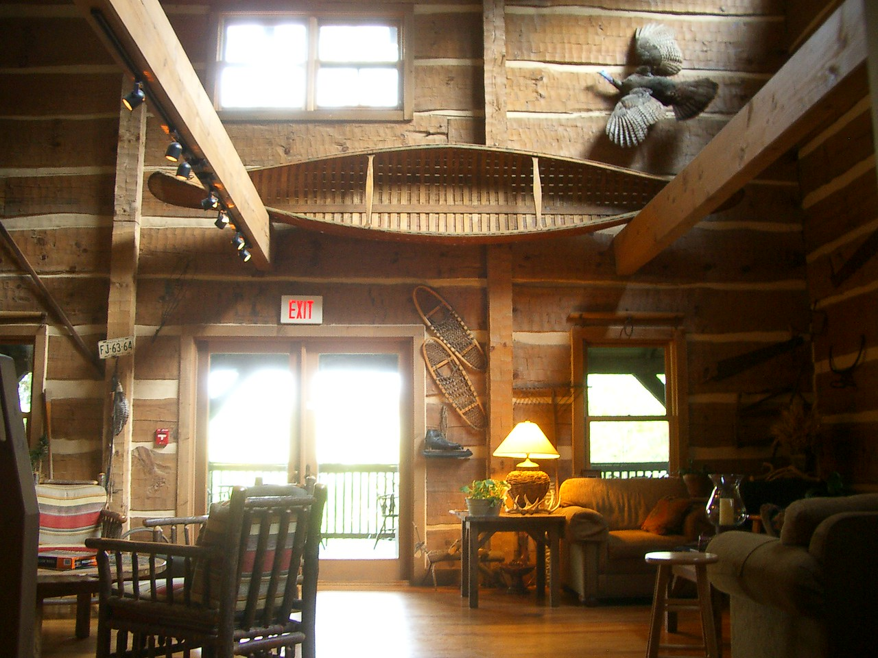 The sitting area of the Savage River Lodge.